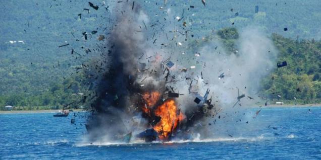PENGHANCURAN 38 KAPAL-KAPAL YANG MELAKUKAN ILLEGAL FISHING SECARA SERENTAK DI BERBAGAI TEMPAT